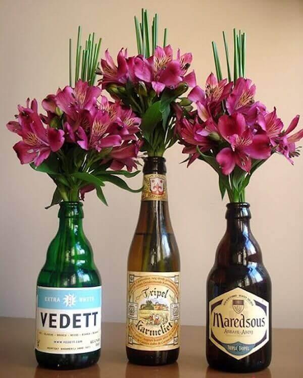 Festa de boteco garrafas com flores