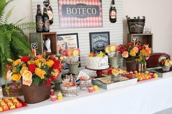 Festa de boteco mesa simples decorada