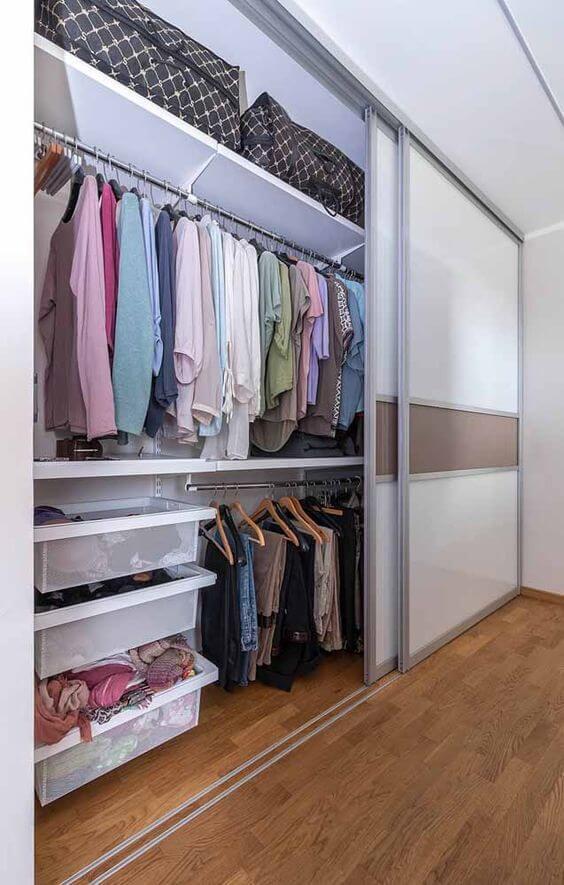 Guarda-Roupa Planejado - guarda roupa branco com portas de correr