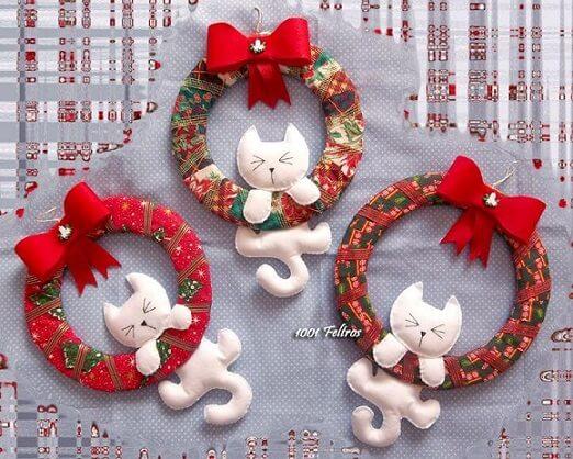 Guirlanda de natal em feltro com gatinhos brancos Foto de 1001 Feltros
