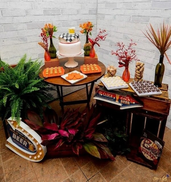 Improvise tables and supports with crates for the boteco party