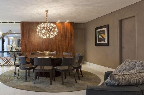 Mesa de vidro e tapete redondo para sala de jantar