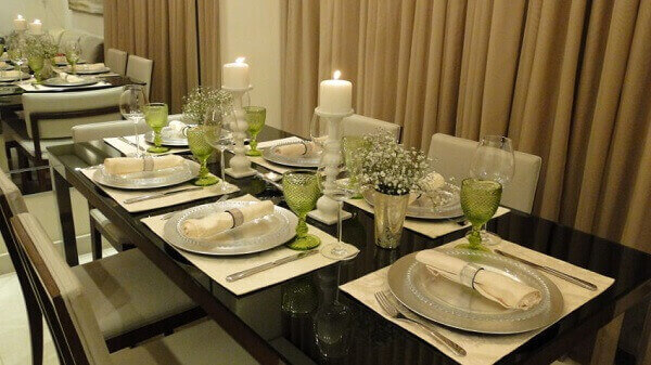 Mesa posta de jantar