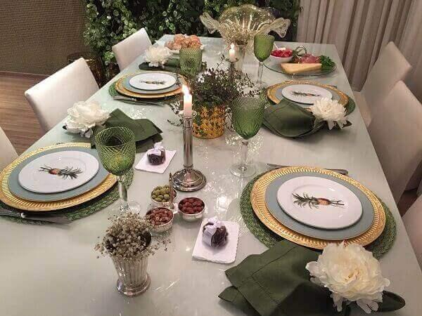 Mesa posta para sala de jantar