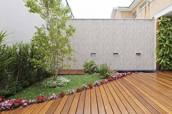 Na decoração do espaço pequeno as plantas para jardim complementa a área
