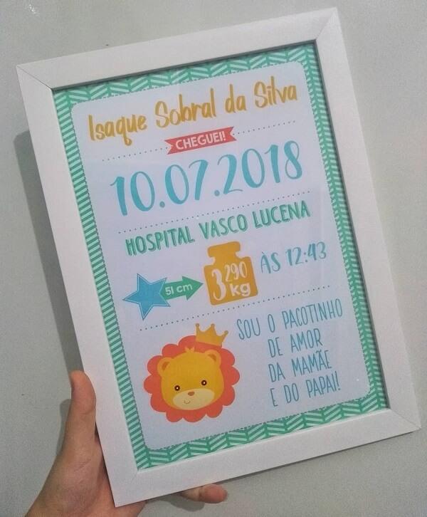 O quadro para quarto de bebê pode contar diversas informações do pequeno