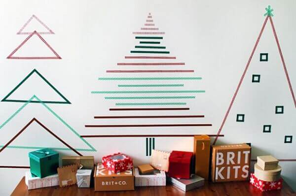 Painel de natal com fitas coloridas