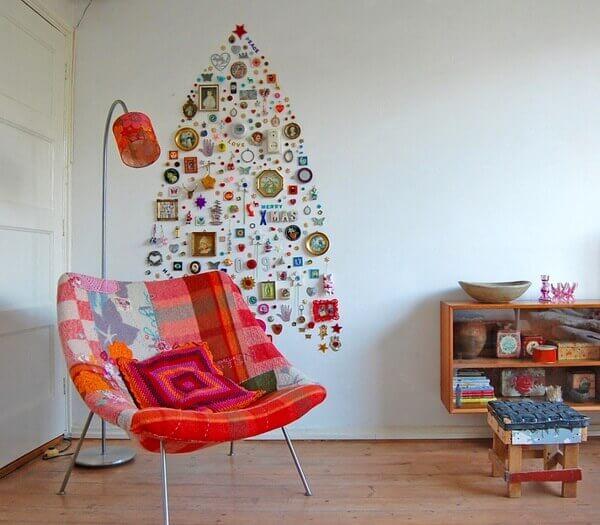 Painel de natal com objetos decorativos