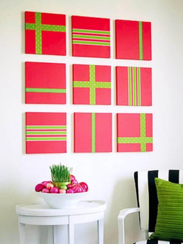 Painel de natal com tela e fita verde de presente