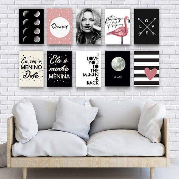 Placas decorativas na sala