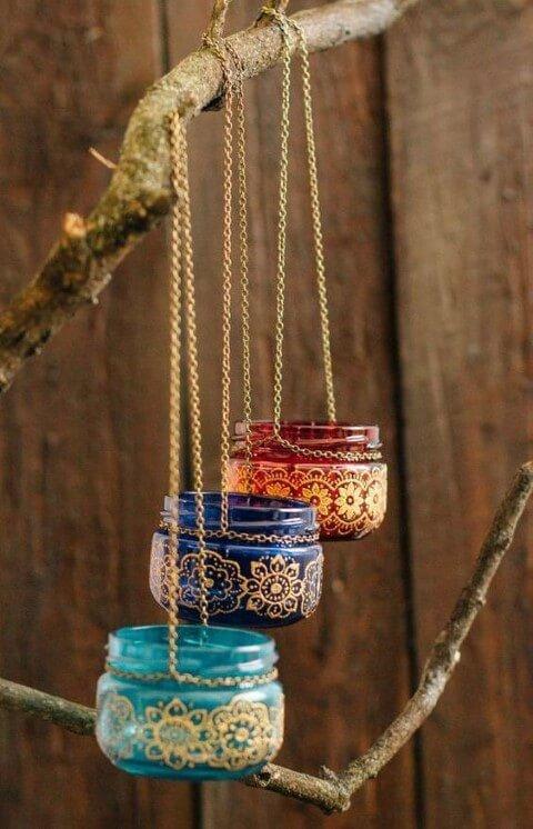 Potes de vidro coloridos co desenhos dourados Foto de Asset Project