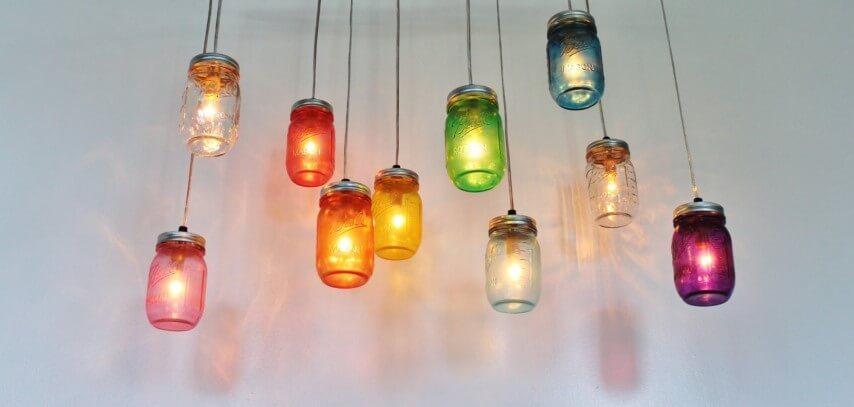 Potes de vidro coloridos como luminárias Foto de Peep India