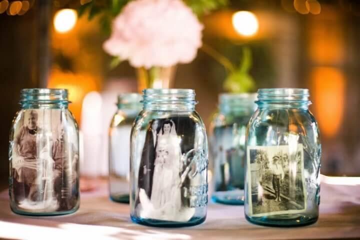 Potes de vidro com fotografias dentro Foto de One Wed