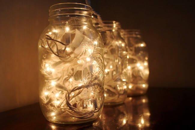 Potes de vidro com luzes pisca pisca dentro Foto de Casa e Festa