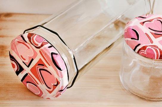 Potes de vidro com tampa de corações Foto de Arteblog