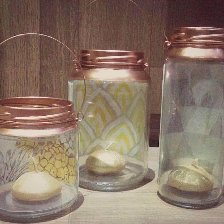 Potes de vidro com velas dentro Foto de Viviane Lima