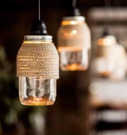 Potes de vidro usados como luminária Foto de Snodda