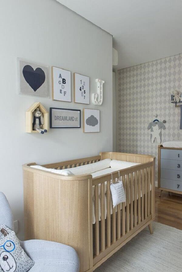 Quadro para quarto de bebê com desenhos e letras
