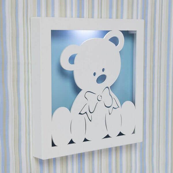 Quadro para quarto de bebê com ursinho fixado na parede