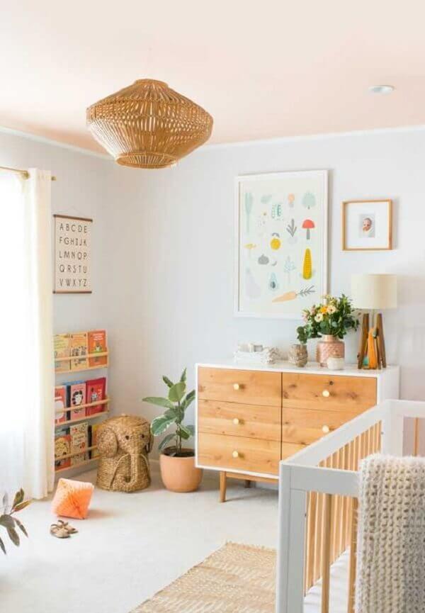 Quadro para quarto de bebê decora parede na cor branca