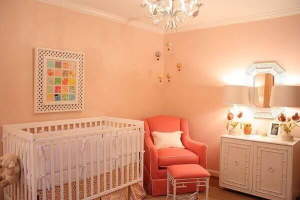 Quadro para quarto de bebê na parede clara