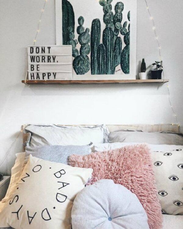 Quadros para quarto com tema de cactos e itens decorativos
