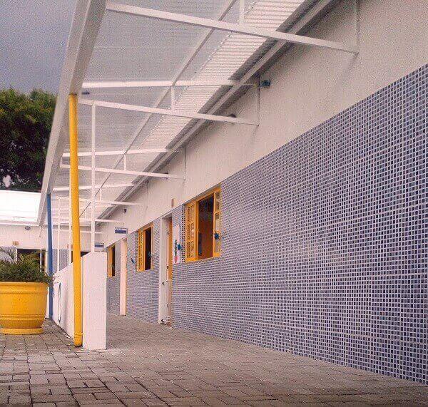 Revestimento de parede externa para escola