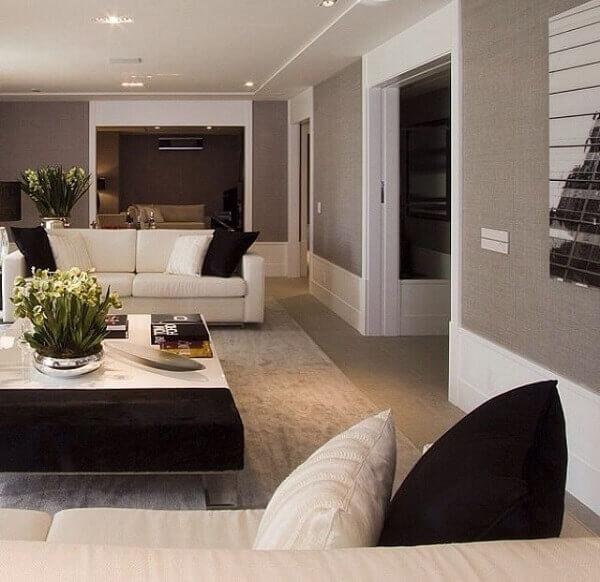 Rodapé alto na sala de estar
