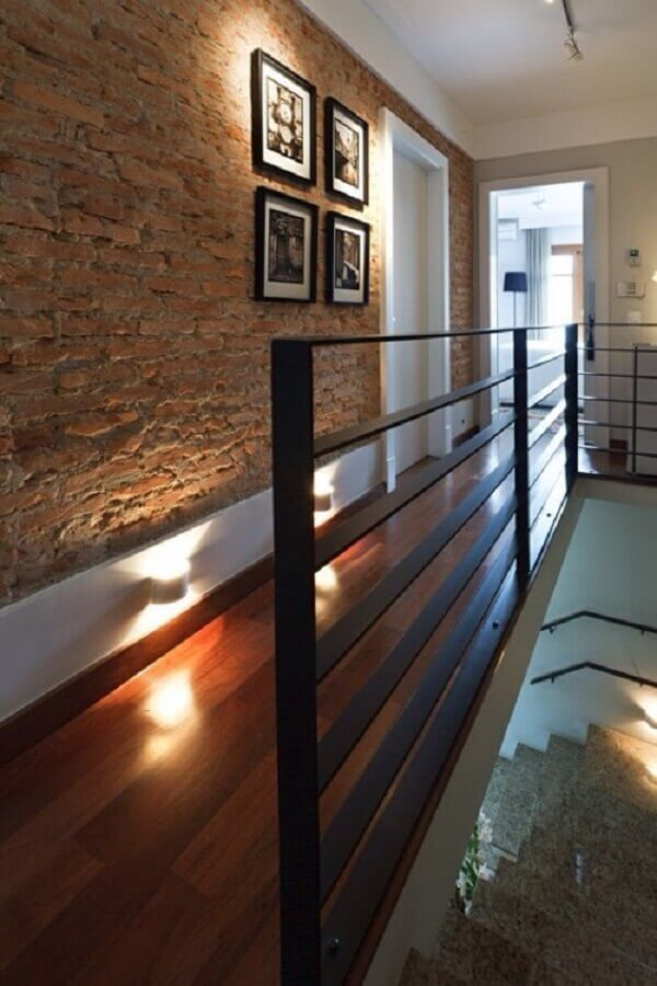 Rodapé em corredor