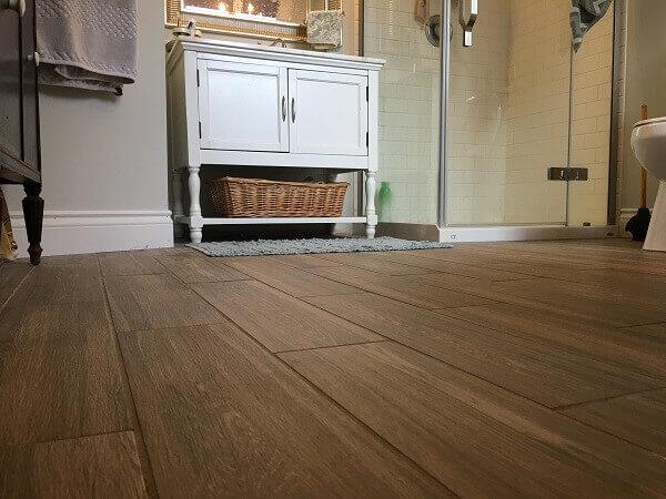 Rodapé no banheiro