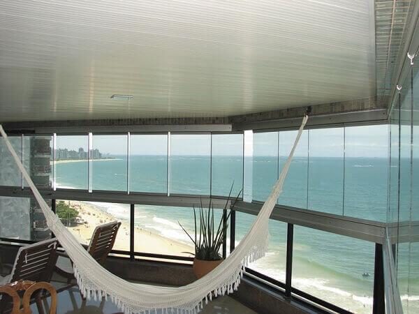Sacada de vidro permite a contemplação da paisagem