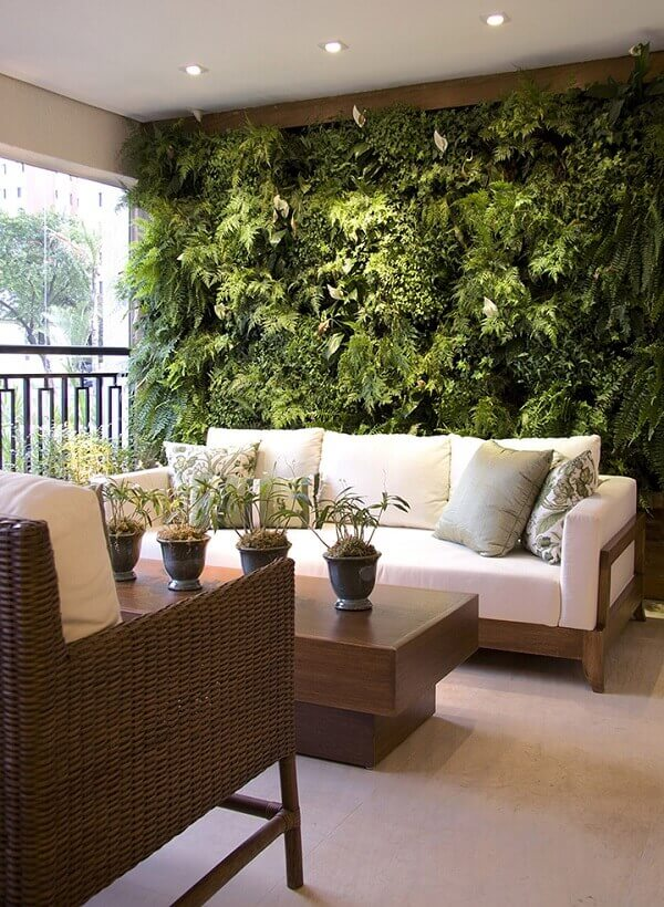 Sacada de vidro protege as plantas dos ventos fortes