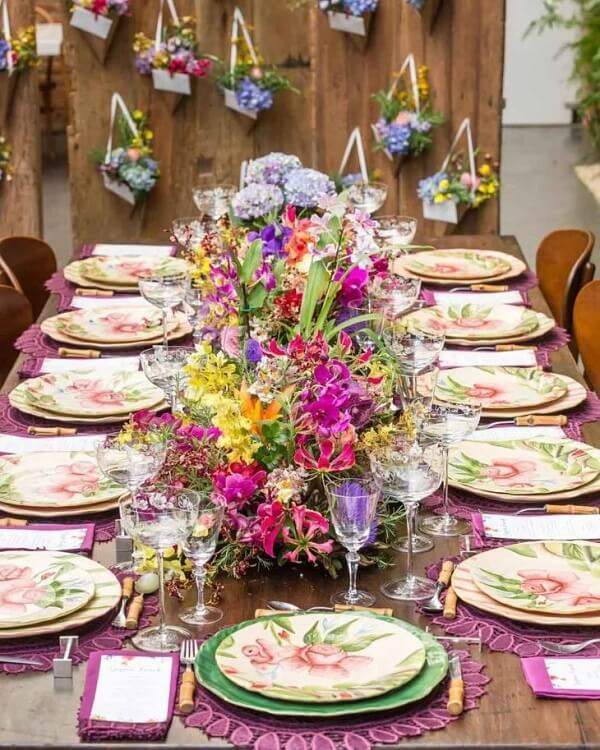 Surpreenda familiares e amigos com essa linda mesa posta