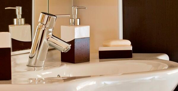 Torneira para pia de banheiro simples e delicado
