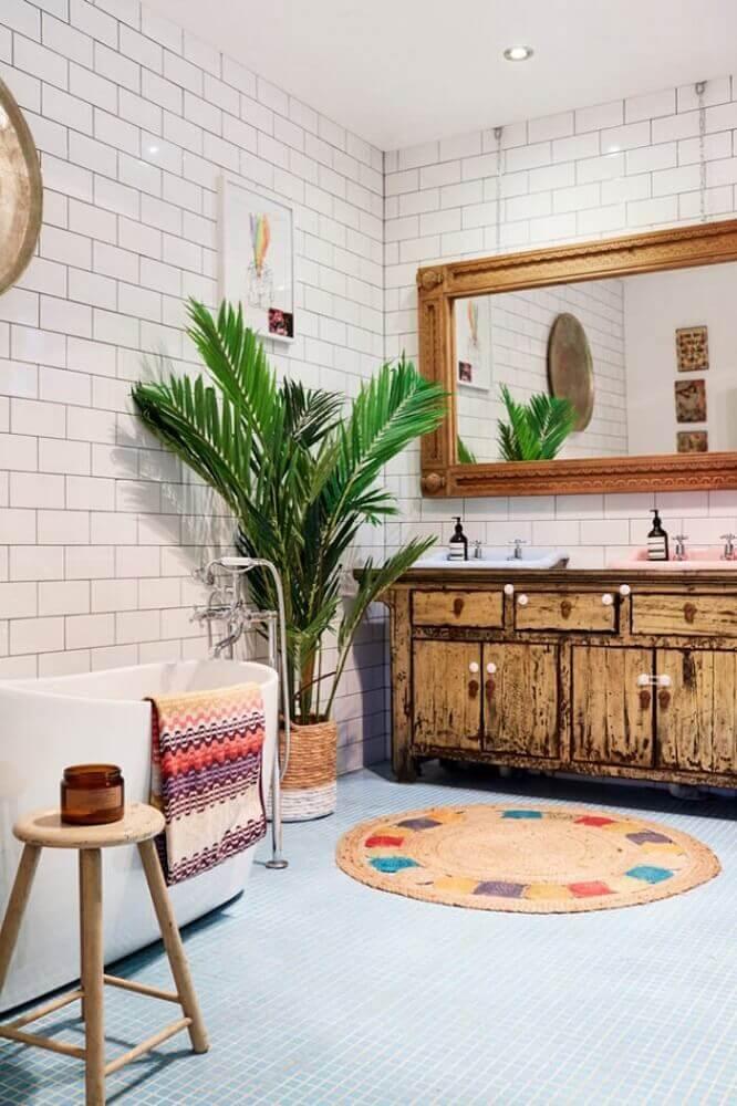 banheiro decorado com tapete redondo de barbante Foto ArchZine