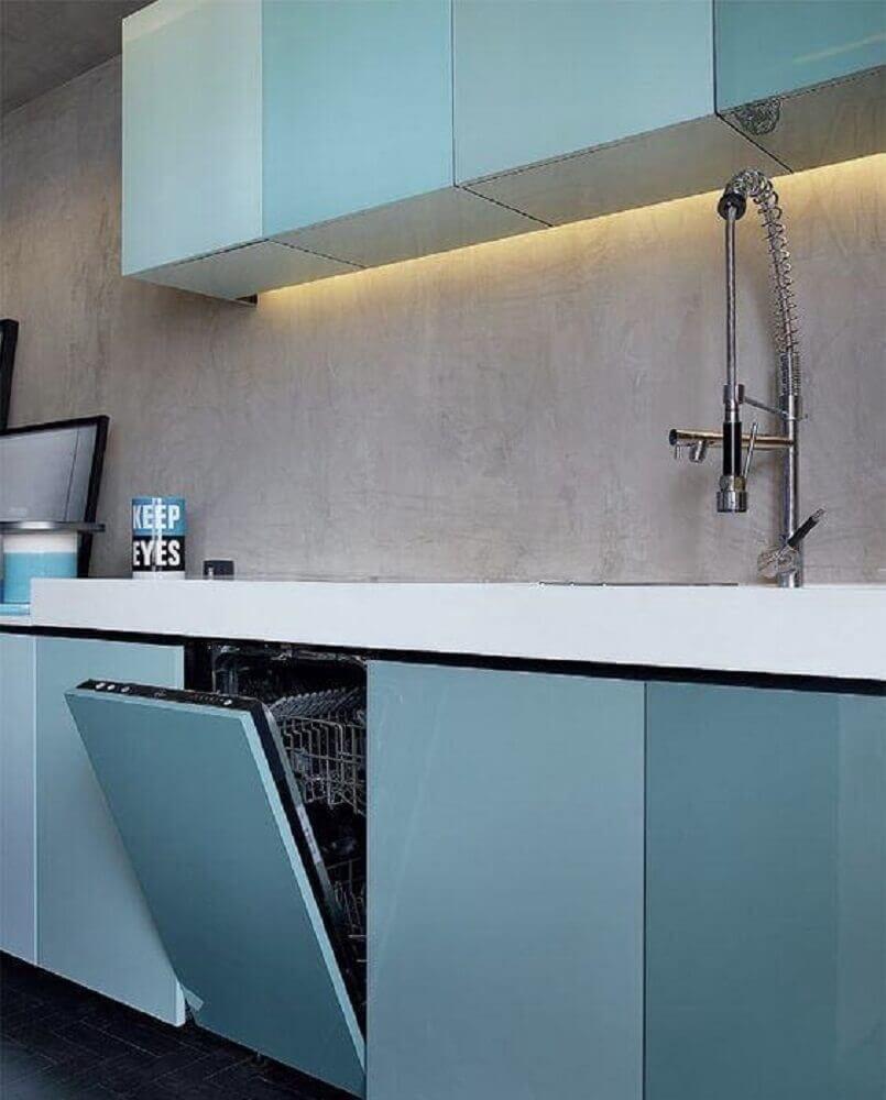 cozinha planejada azul com parede de cimento queimado Foto Pinterest