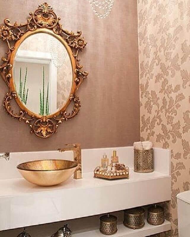 decoração clássica para banheiro com bancada nanoglassa e espelho veneziano Foto Pinterest