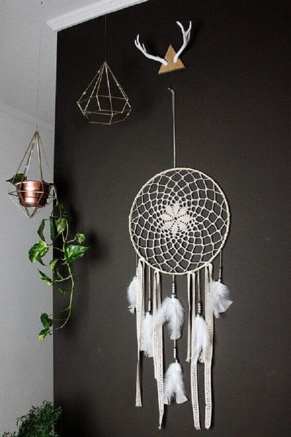 decoração clean com parede preta e filtro dos sonhos branco Foto Pinterest