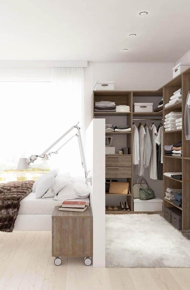 decoração clean para quarto com closet pequeno e luminária de parede Foto Chambres Inspiration