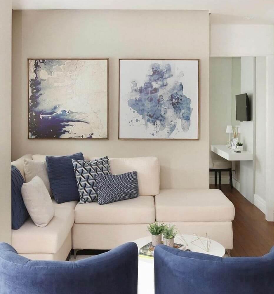 decoração com almofadas azuis e sofá de canto para sala pequena Foto Zozu