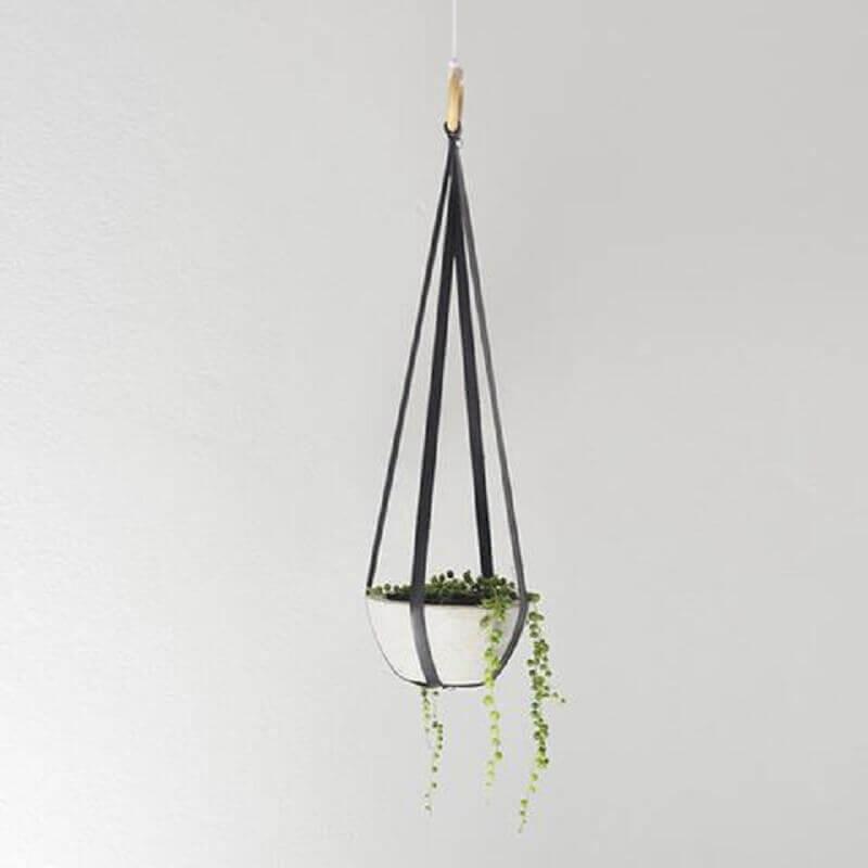 decoração com hanger de couro preto Foto Casaquetem