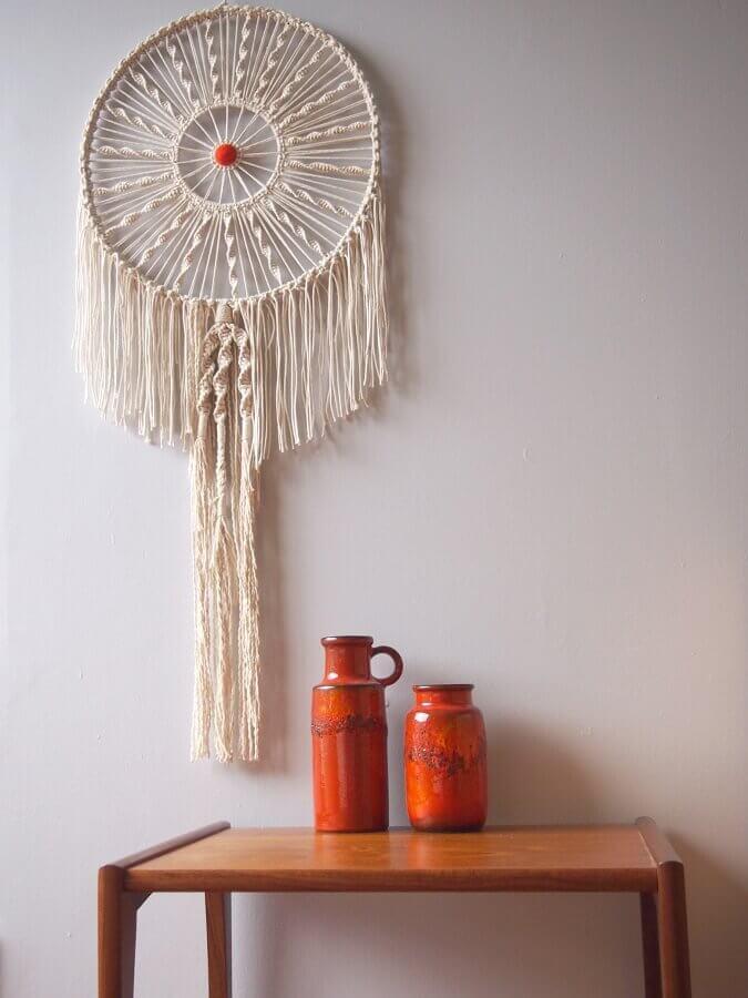 decoração com mesa de madeira e filtro dos sonhos Foto Wall Decorations