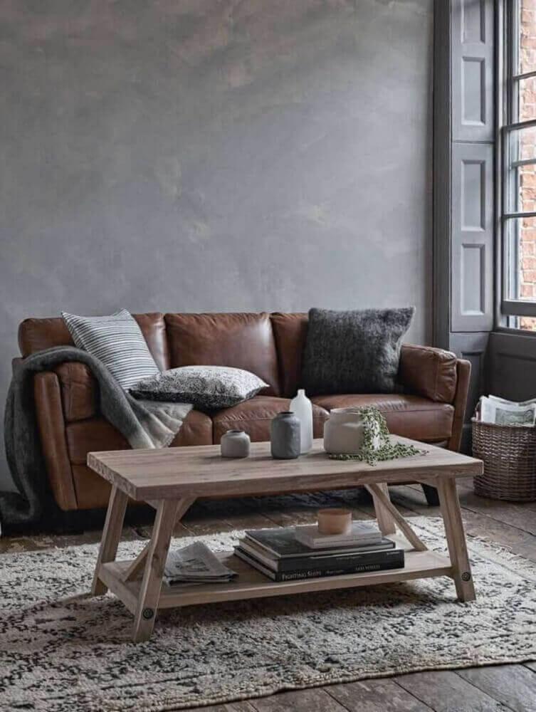 decoração com sofá de couro marrom para sala pequena Foto Yandex