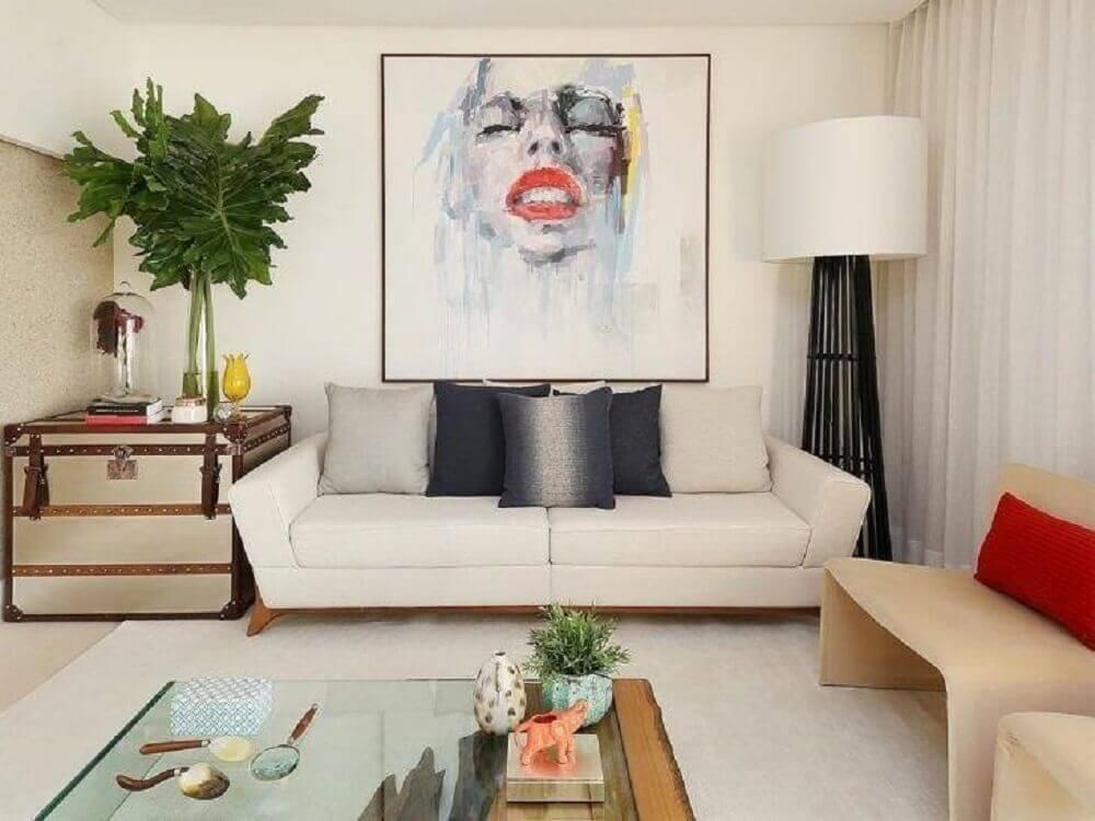 decoração com sofá para sala pequena com luminária de piso Foto San Lombardi