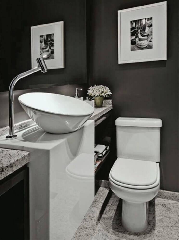 decoração de lavabo com parede preta e pedra nanoglass Foto Pinterest
