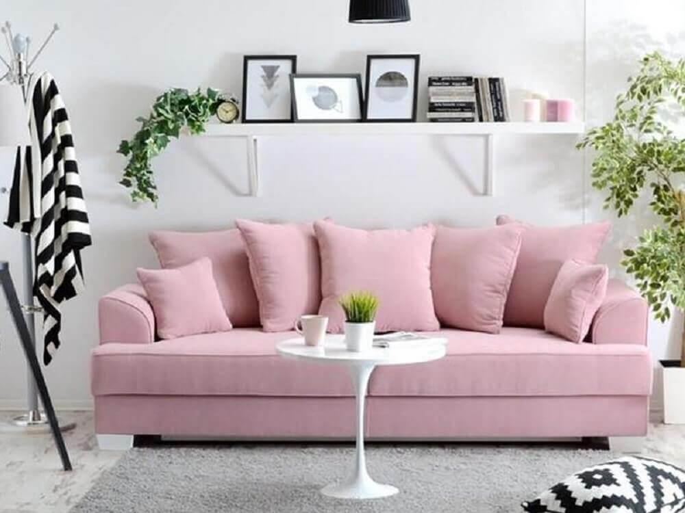 decoração delicada com sofá rosa para sala pequena Foto Pinterest