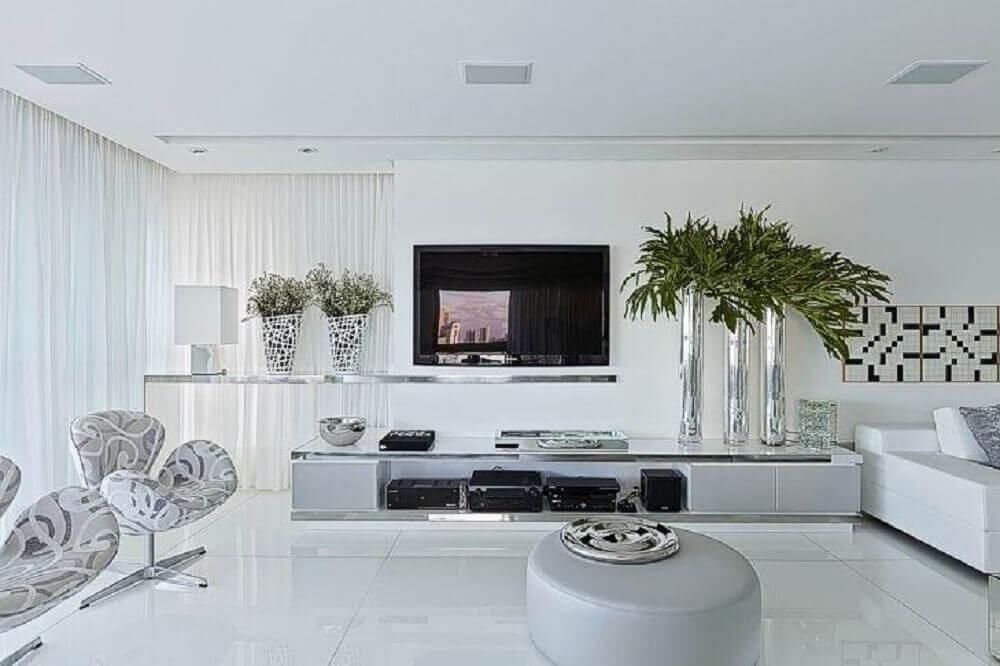 decoração para sala ampla com piso nanoglass branco Foto Maurício Guimarães