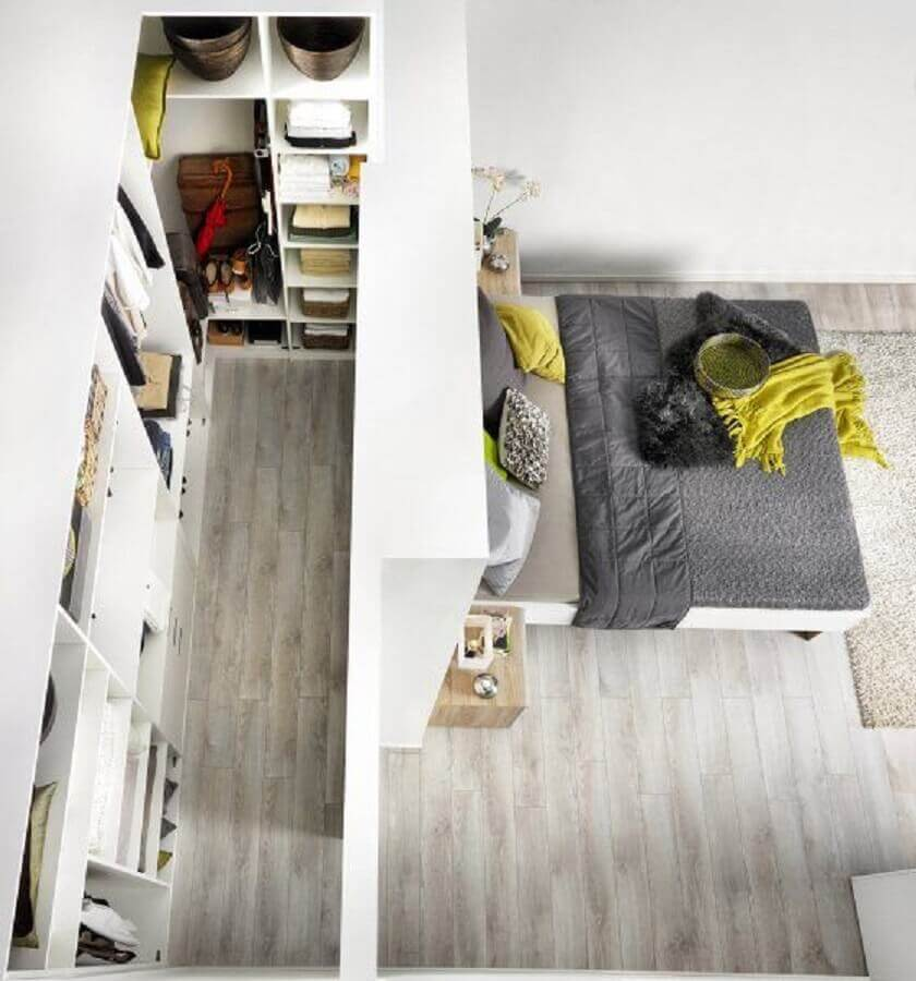 modelo de quarto com closet atrás da parede da cama visto de cima Foto Pinterest