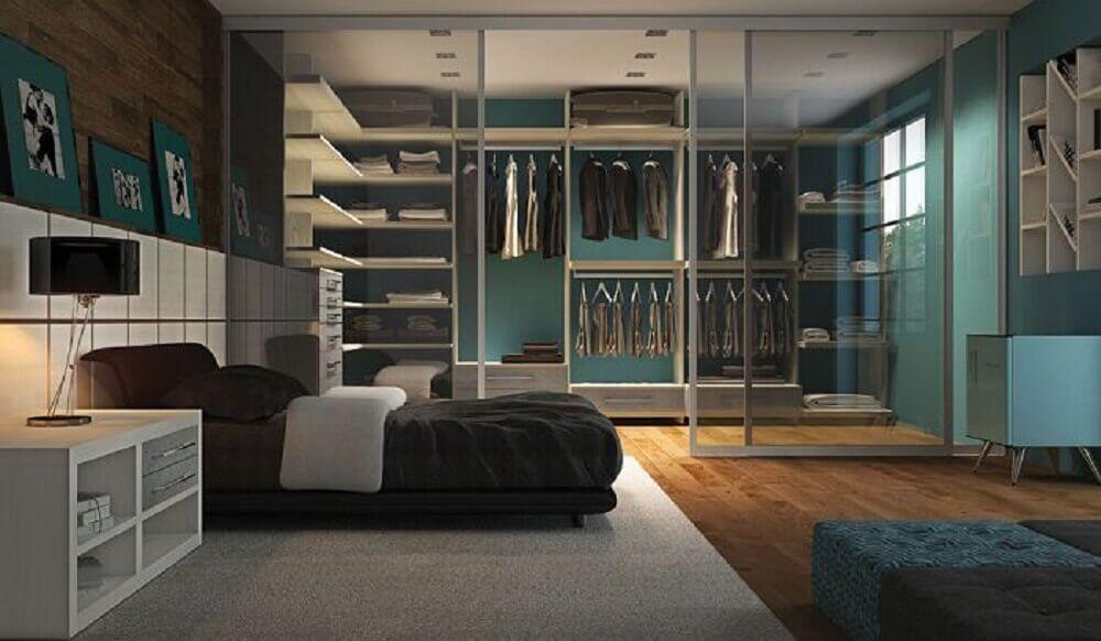 modelo de quarto com closet com porta de vidro como divisória Foto DZnho