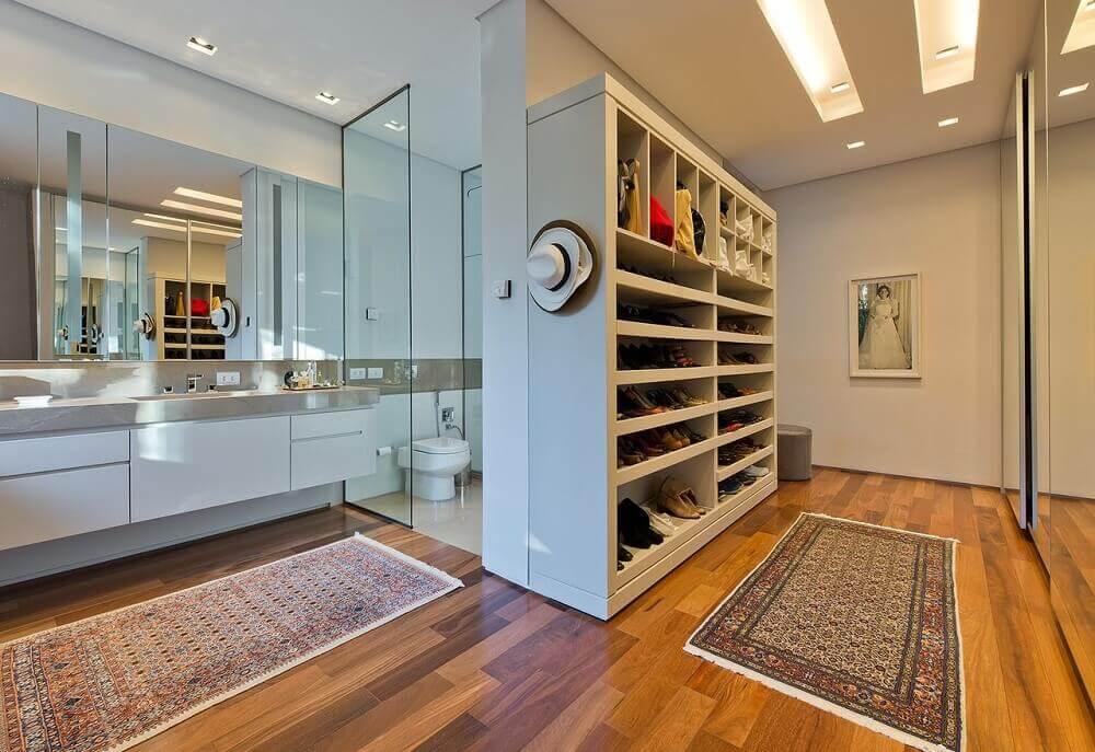 modelo de quarto com closet e banheiro Foto Leonardo Muller